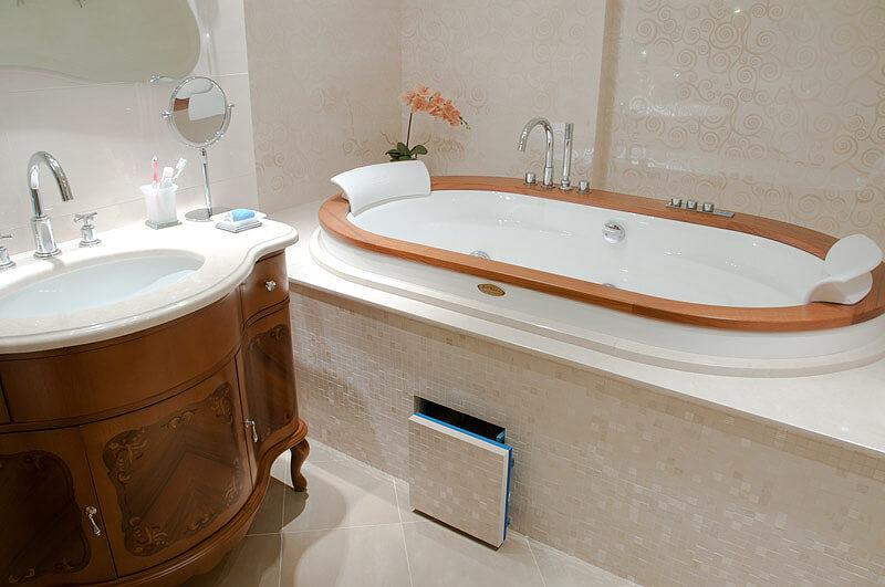 Сантехнический люк в ванную комнату